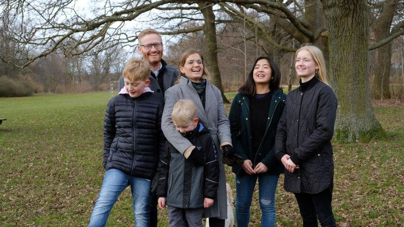 Celina sammen med sin værtsfamilie
