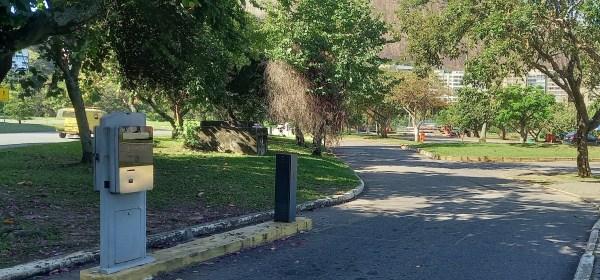 Entrada de uma das áreas de estacionamento da Lagoa Rodrigo de Freitas