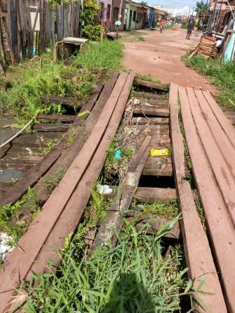 ponte sobre o Igarapé Mata-Fome, localizado no Parque Arthur Bernardes