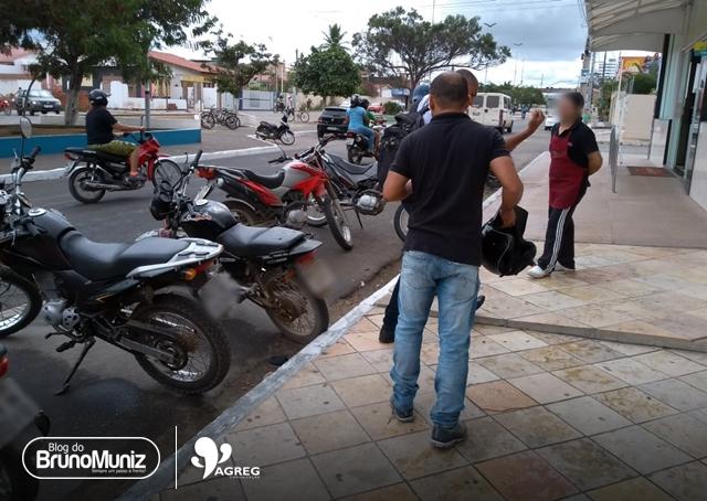 Colisão é registrada em movimentada avenida de Santa Cruz do Capibaribe