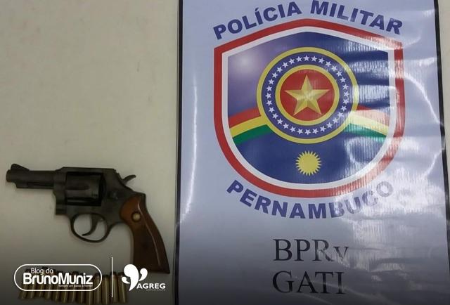 Policiais do BPRv apreendem homem com arma de fogo na PE-160, em Santa Cruz do Capibaribe