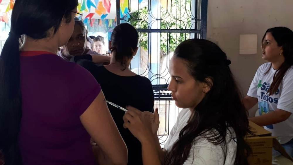 Mutirão de vacinação contra gripe imuniza 2 mil pessoas em Santa Cruz do Capibaribe