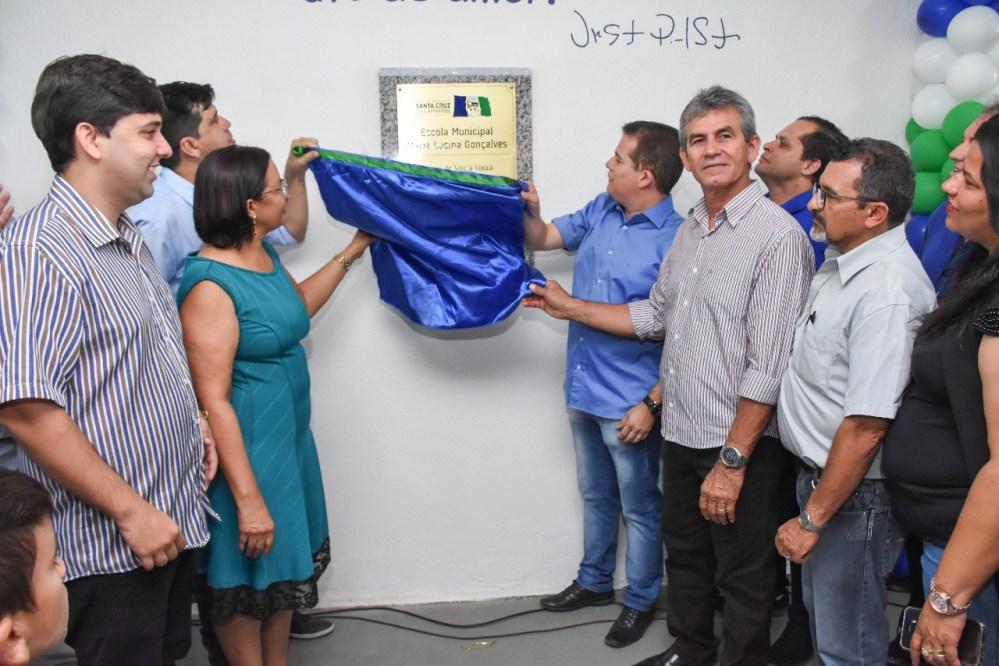 Escola requalificada e quadra poliesportiva são entregues pela Prefeitura de Santa Cruz do Capibaribe