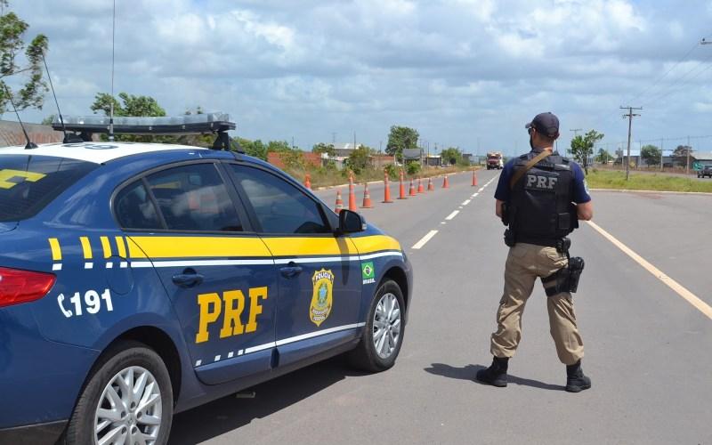 Caminhoneiro é pego dirigindo embriagado, é detido e multado em mais de 2,9 mil reais