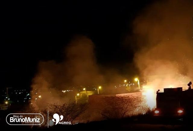 Incêndio de grandes proporções volta a atingir zona rural de Taquaritinga do Norte