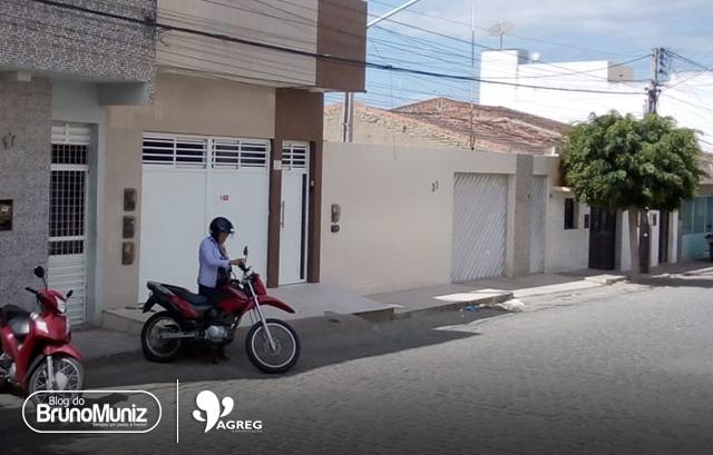 Mulher toma motocicleta de assalto no bairro Dona Lica em Santa Cruz do Capibaribe