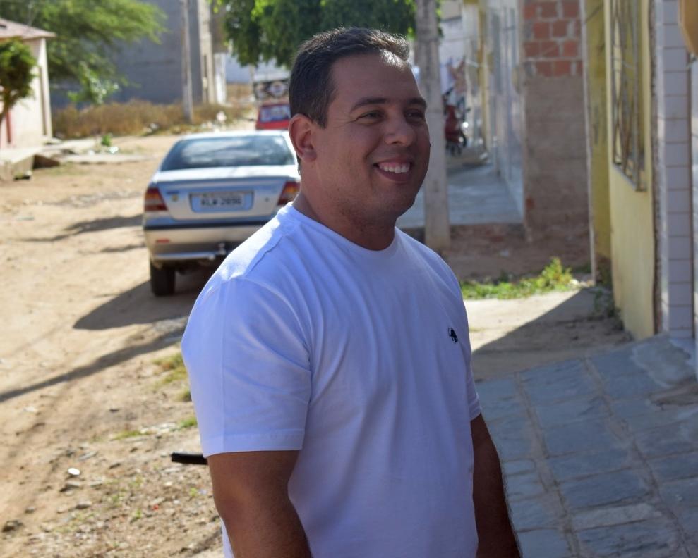 Cleiton Barboza realiza caminhada no bairro São Miguel