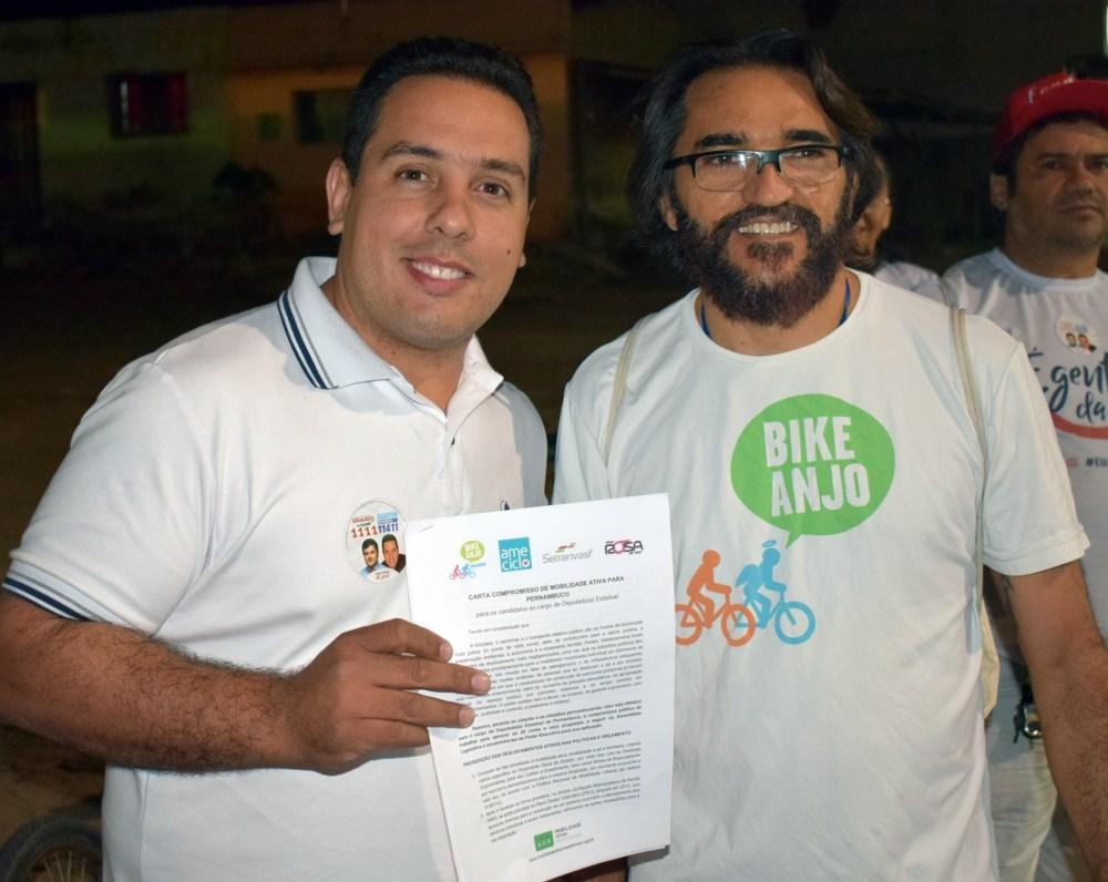 Cleiton Barboza assina Carta Compromisso do Transporte Ativo