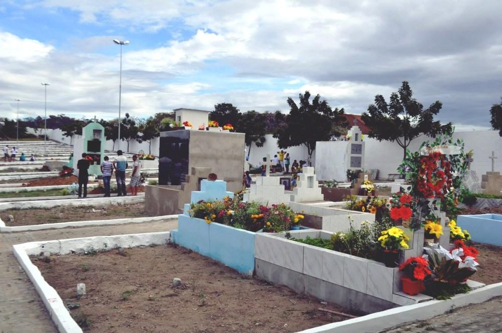 Toritama – Homem e mulher são flagrados em ato sexual no interior de cemitério