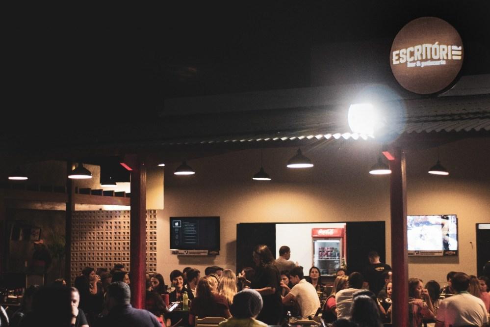 Blog Comércio – Escritório Bar & Petiscaria, um diferencial para quem busca entretenimento na 'Capital da Moda'