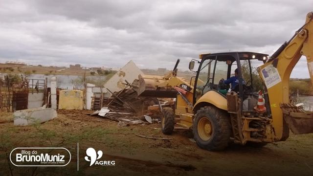 Currais em áreas públicas são demolidos em Santa Cruz do Capibaribe