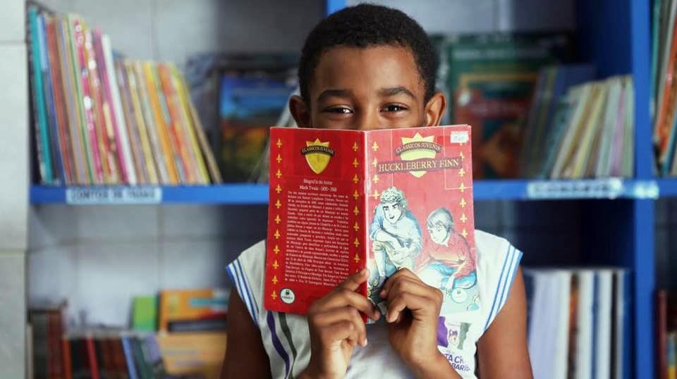 Santa Cruz do Capibaribe – Cara de Pau Marcenaria instala biblioteca em escola pública