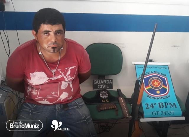 Homem é detido após ameaçar e agredir a companheira e por posse de arma de fogo em Jataúba
