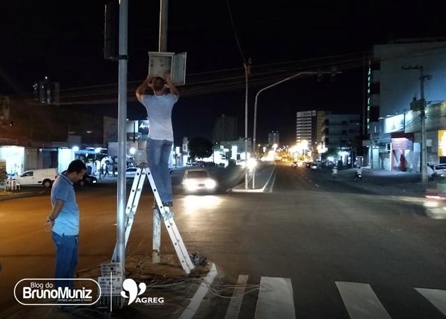Equipe técnica realiza manutenção de semáforos em Santa Cruz