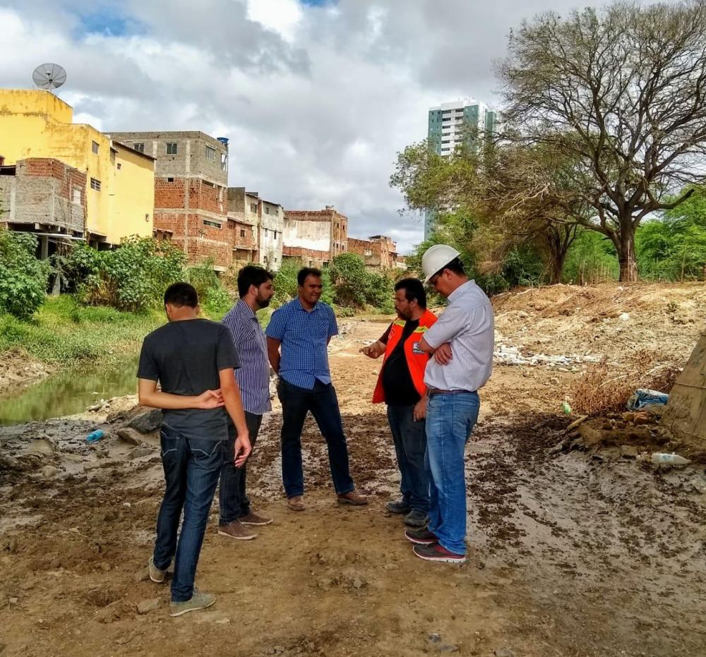 Após matéria, prefeitura vistoria ponte em Santa Cruz do Capibaribe