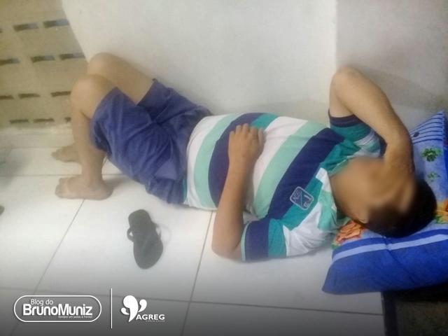 Família sustenta que jovem deitado no chão da UPA de Santa Cruz foi por falta de leito
