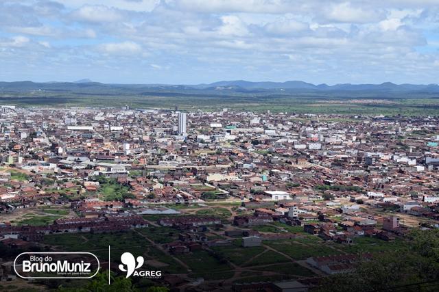 Santa Cruz do Capibaribe enfrenta terceiro dia de constantes quedas de energia