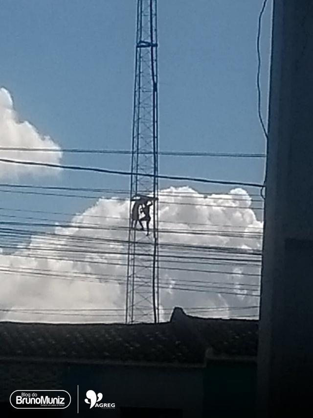 Flagrante do leitor – Crianças se arriscam em antena de alta tensão em Santa Cruz do Capibaribe
