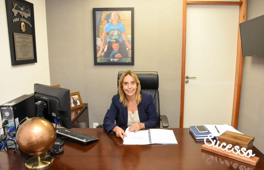 Alessandra Vieira pede por melhorias em rodovias