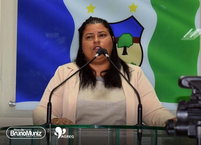 Em sessão, Jéssyca destaca busca por instalação de ensino superior público em Santa Cruz do Capibaribe