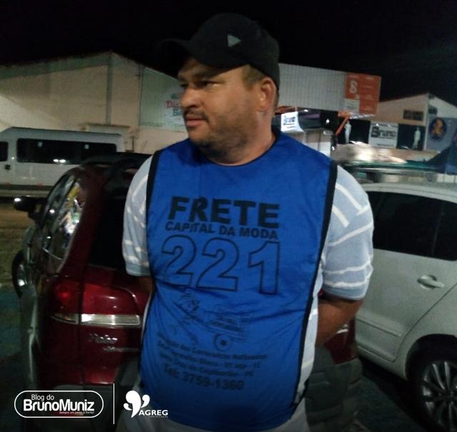 Carroceiro é flagrado roubando mercadorias no Moda Center Santa Cruz