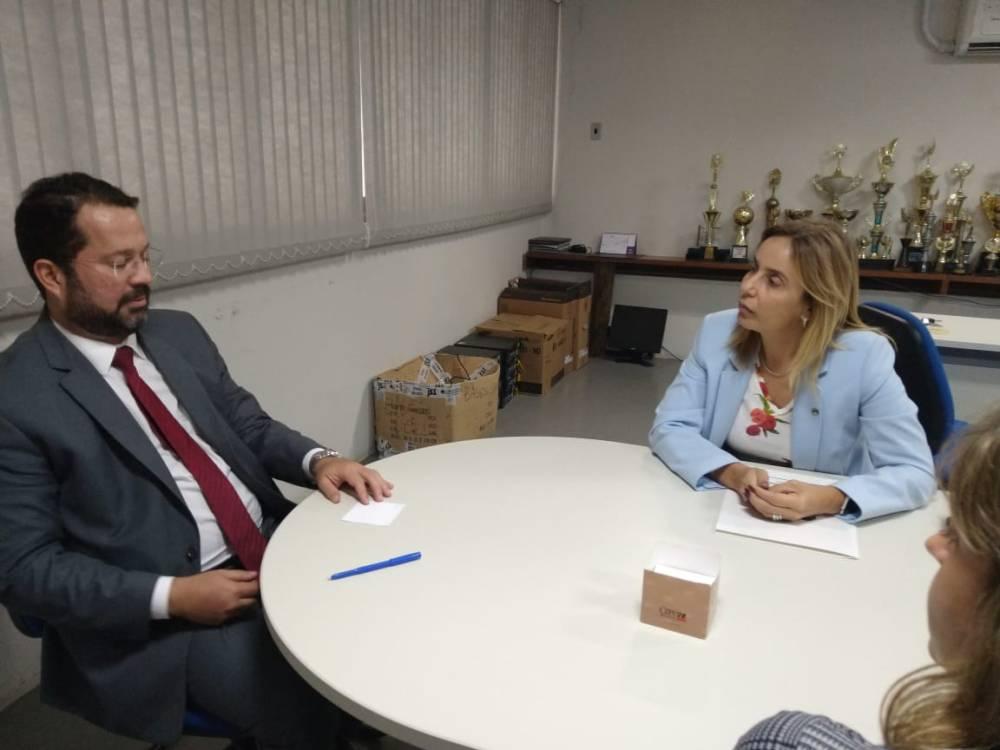 Alessandra Vieira pede solução ao Governo para regularizar emissão de identidades em Santa Cruz e outras cidades de PE