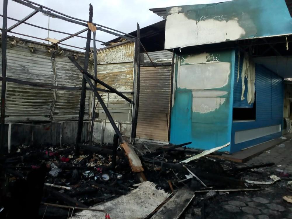Governo de PE libera linha de crédito de até R$ 15 mil para comerciantes atingidos por incêndio na Feira da Sulanca