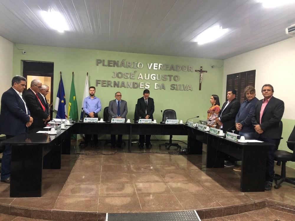 Câmara de Vereadores de Taquaritinga antecipa metade do 13º salário dos servidores e benfeitorias são anunciadas