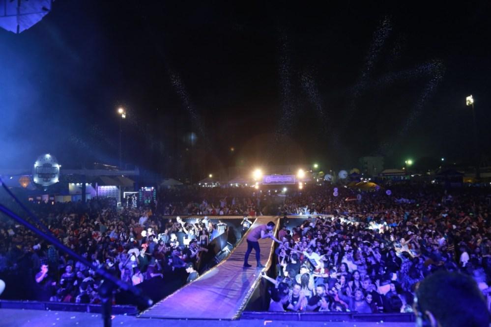 Sem tempo pra despedida – Entenda porque o show da Banda Magníficos no São João da Moda 2019 terminou tão repentinamente