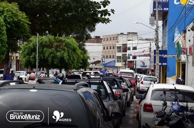 Procon de Santa Cruz do Capibaribe fiscaliza postos durante aumento na busca por combustíveis