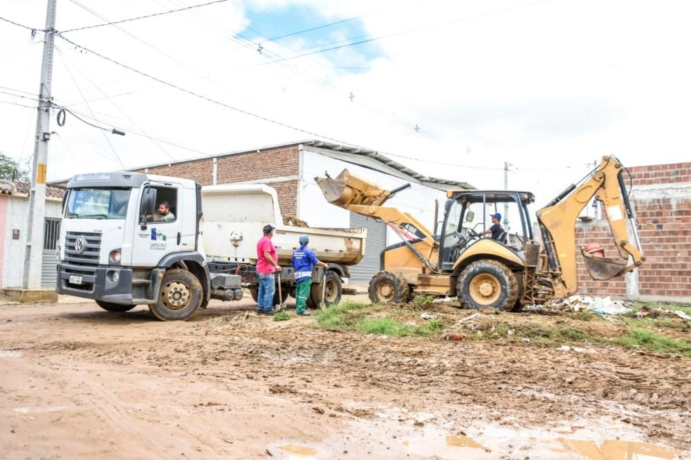 'Caravana da Limpeza' chega ao bairro Neco Aragão em Santa Cruz do Capibaribe
