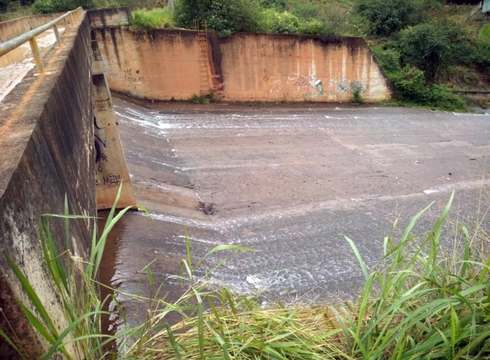 """Agreste – Barragem de Tabocas """"sangra"""" após fortes chuvas"""