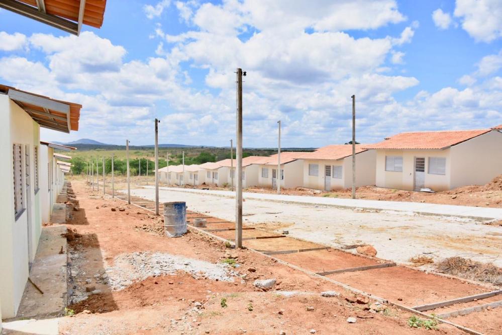Prefeito Edson Vieira visita Residencial Cruzeiro com 75% das obras concluídas e anuncia sorteio das casas para o 04 de outubro