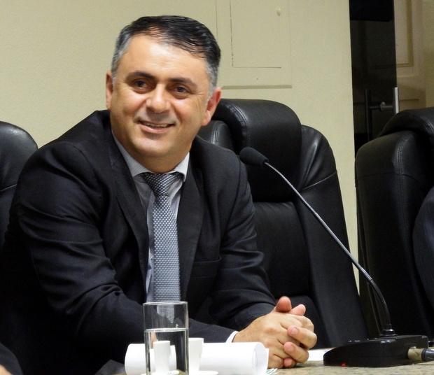 Projeto de Lei de autoria de Marlos Melo determina que salários de prefeito, vice e secretários só sejam pagos após o pagamento de todos os demais servidores