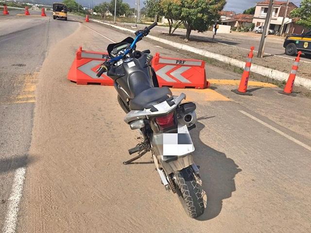 Polícia Rodoviária Federal recupera moto roubada e clonada em Caruaru