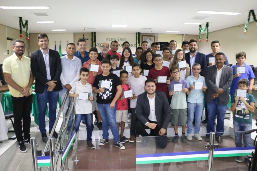 INICIATIVA PIONEIRA: Câmara de Vereadores de Santa Cruz do Capibaribe forma primeira turma de alunos do curso de Robótica
