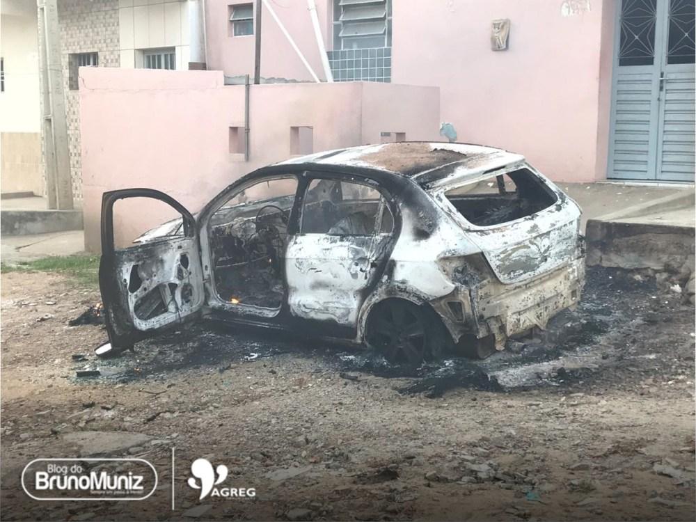 Veículo é incendiado em Santa Cruz do Capibaribe