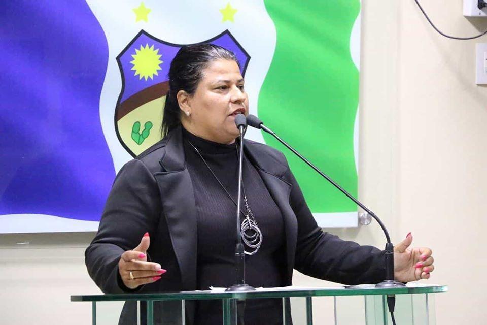 Vereadora Jéssyca afirma que merendeiras foram desligadas dos cargos pelo Governo do Estado