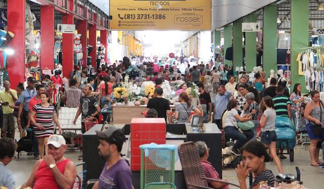 Março inicia com oportunidades de empreender com roupas e acessórios comercializados no Moda Center