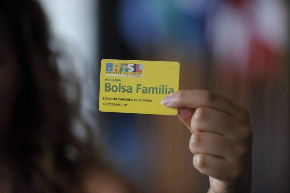 Com crise e cortes no Bolsa Família, 3 milhões entraram na extrema pobreza, afirma levantamento