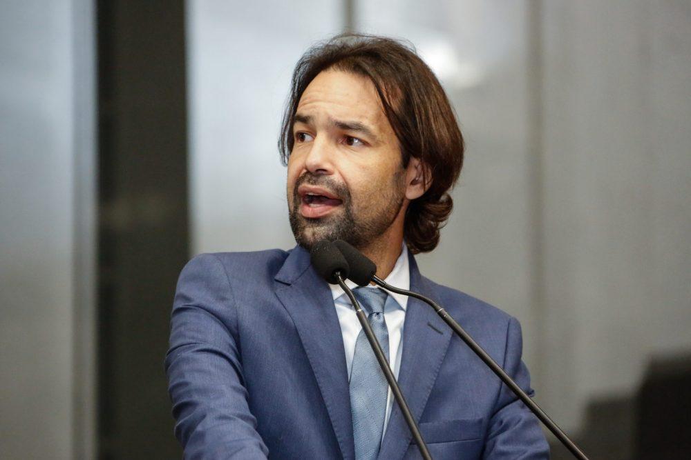 """""""Irresponsáveis"""", diz Diogo Moraes ao criticar manifestantes do último domingo (19)"""