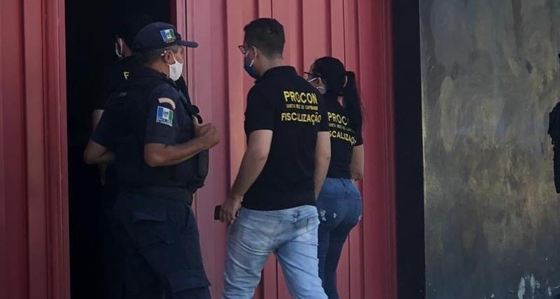 Procon interdita três academias que estavam funcionando a portas fechadas em Santa Cruz do Capibaribe