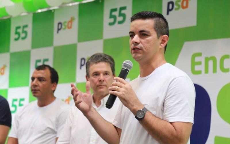 Com apoio de bolsonaristas, Allan Carneiro vivência processo decisivo ao ser cobrado sobre posicionamento em relação ao presidente