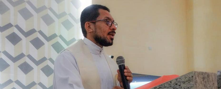 """Santa Cruz do Capibaribe: Padre Erasmo diz que vereador Joab foi """"leviano"""" ao fazer acusação sem provas"""