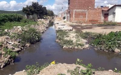 Moradores do Jaçanã, em Santa Cruz do Capibaribe, sofrem com esgotos a céu aberto