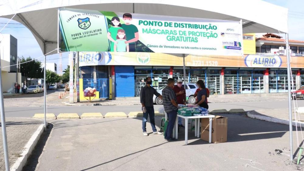 Câmara realiza distribuição gratuita de máscaras de proteção nos bairros da cidade