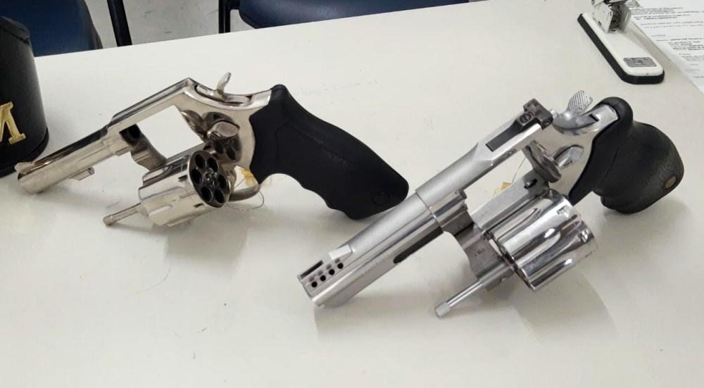 Mulher é presa com armas de fogo na Malhada do Meio, em Santa Cruz