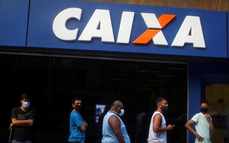 Decreto de Bolsonaro detalha regras para auxílio de R$ 300 em até 4 parcelas