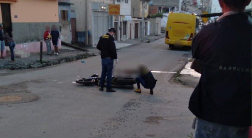 Suspeito de assalto morre após colidir com ônibus enquanto fugia da polícia em Caruaru