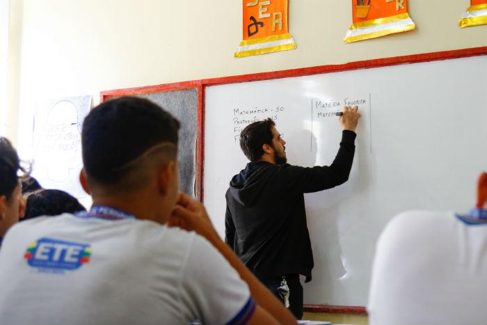 Deputados estaduais cobram aumento do piso salarial dos professores de Pernambuco